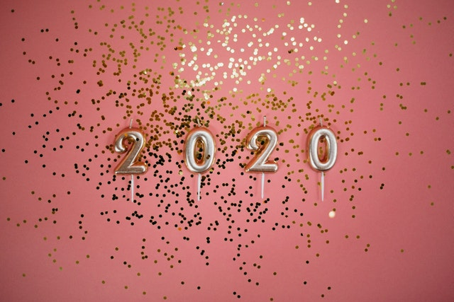 2020 on pink background